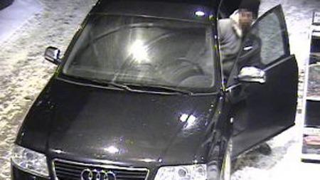 TORSDAG 1: Denne bilen stjal bensin fra YX-stasjonen torsdag i forrige uke. FOTO: OVERVÅKINGSKAMERA