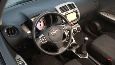 Toyota-Urban-Cruiser-dash