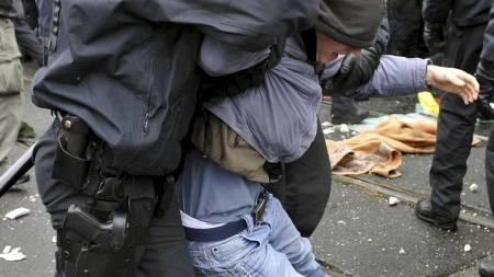 4000 politifolk var i aksjon. (Foto: Matthias Rietschel/AP)