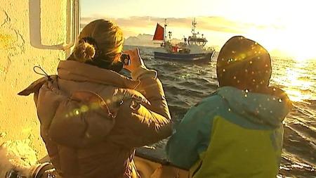 UNEKTELIG VAKKERT: De franske motejournalistene fra magasinet Elle fikk se Lofoten på sitt vakreste. Flaks for norsk fiskeeksport. (Foto: Bjørn Erik Rygg Lunde /TV 2)