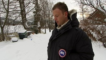 TUNGT: Håvard Kleven synes det er vanskelig å komme tilbake til stedet der han fant sin far død. (Foto: TV 2)