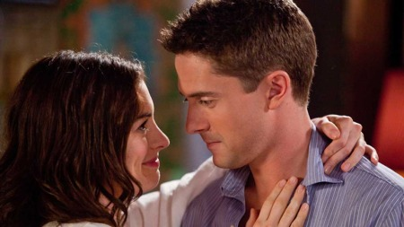 Liz (Anne Hathaway) og Josh Morris (Topher Grace) i «Valentines day»