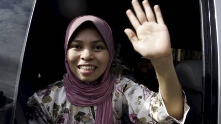 BER OM STRAFF: Den muslimske modellen Kartika Sari Dewi ber om at straffen mot henne utføres snarest. (Foto: KAMARUL AKHIR/AFP)
