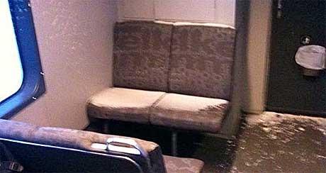 Dette bildet ble tatt på toget fra Mysen til Oslo klokka sju mandag morgen. (Foto: Tom Rune Orset)
