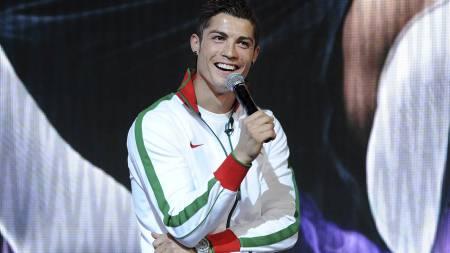 MØTTE PRESSEN: Cristiano Ronaldo. (Foto: BEN STANSALL/AFP)