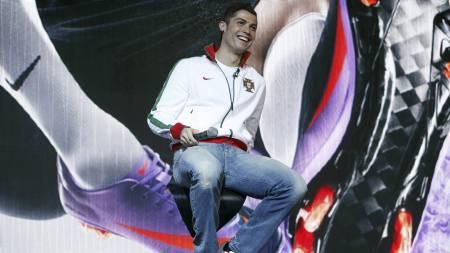 MØTTE PRESSEN: Cristiano Ronaldo (Foto: SANG TAN/AP)