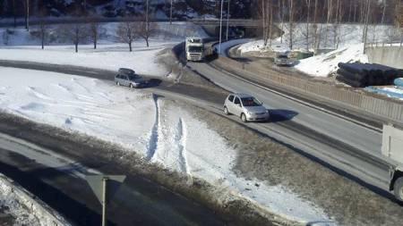 PÅGREPET: Bilføreren ble pågrepet i Hannevika i Kristiansand ved 04.30-tiden torsdag morgen. (Foto: Connie Bentzrud/TV 2)