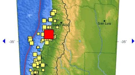 Kartet fra USGS viser episenteret som ligger vel 150 km sørvest   for hovedstaden Santiago. (Foto: Skjermdump)
