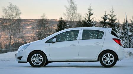 Denne geneerasjonen Opel Corsa har vært med oss i mange år nå - er det den neste Knut Olav  knipset i Molde? (Foto: Sigmund Bade)