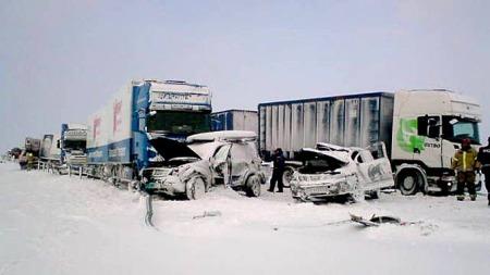 STENGT: E6 er stengt i begge retninger etter ulykken.  (Foto: Stig Johansen/TV 2)