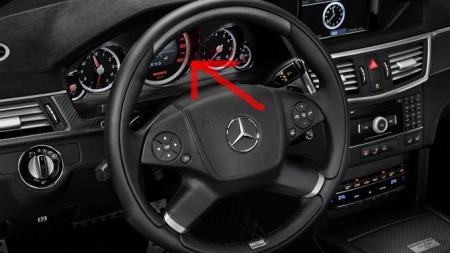 Speedometeret går til 400 km/t!