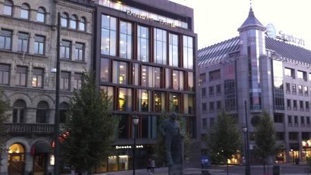 FERSKET: En innbruddstyv ble tatt på fersk gjerning etter å da brutt seg inn i den danske banks lokaler. (Foto: Sandra Noer/TV 2)