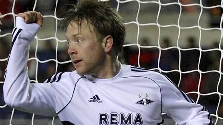 JUBLET I SUPERFINALEN: Fredrik Winsnes var arkitekten bak Rosenborgs 3-0-mål. 34-åringen mener Rosenborg må leve med det store favorittstempelet klubben har fått etter den fantastiske fjorårssesongen. (Foto: Ekornesvåg, Svein Ove/Scanpix)
