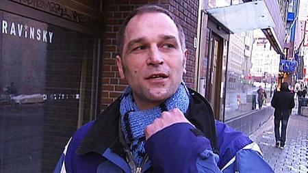 BLIND VOLD: ¿ Han slo til meg på haken og jeg landet med hodet først i asfalten og det var da jeg fikk hjerneskade, forklarer Runar. (Foto: Ditlev Eidsmo/ TV 2)