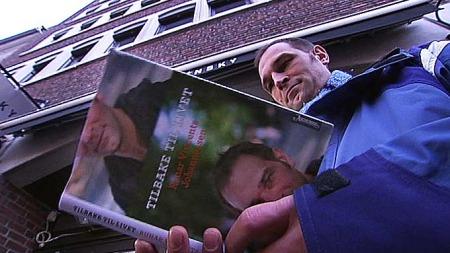 BOK SOM TERAPI: ¿ Det har vært mye egenterapi i å skrive det ned, sier Runar. (Foto: Ditlev Eidsmo/ TV 2)
