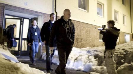 ETTERFORSKER: Krimteknikere fra politiet forlater blokken på Lambertseter.  (Foto: Lien, Kyrre/Scanpix)