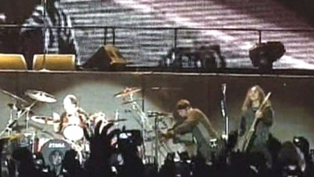 FULLE HUS: Metallica spilte i Colombia for første gang på over ti år. Det var 30.000 betalende tilhørere under konserten. (Foto: APTN)