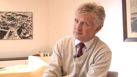 Advokat Sverre K. Berge er satt opp som testamentfullbyrder og vil betale ut pengene før påske.  (Foto: TV 2)