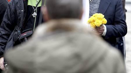 APPELL: Kim Friele holdt en appell på Youngstorget onsdag og oppfordret Mohyeldeen Mohammad til å steine henne. (Foto: Kallestad, Gorm/Scanpix)
