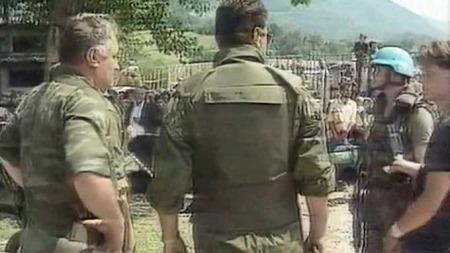 Ratko Mladic Srebrenica FN-styrker (Foto: APTN)