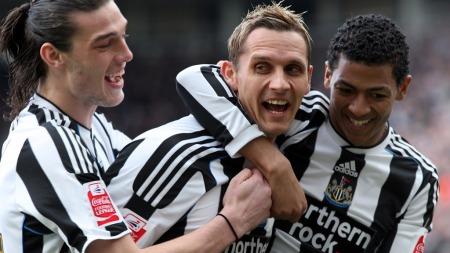Newcastle Uniteds Peter Løvenkrands, Andy Carroll og Patrick Van Aanholt (Foto: SCOTT HEPPELL/AP)