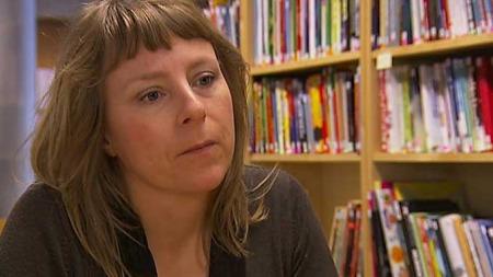 LES MER: Lektor Trude Hoel mener barn som blir lest for har store fordeler ved skolestart. (Foto: TV 2)