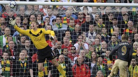HER SCORER TORRES: Fernando Torres scoret for Liverpool. (Foto:   RUSSELL CHEYNE/REUTERS)