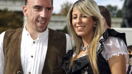 REAL-AKTUELL: Franck Ribery sammen med konen Wahiba Belham. (Foto: OLIVER LANG/AFP)