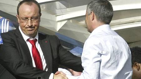 BLIR: Benitez blir trolig værende i Liverpool. (Foto: GRAHAM HUGHES/AP)