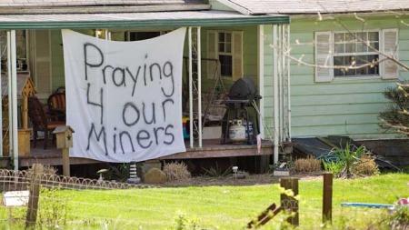 Vest-Virginia - ber for de døde (Foto: AP)