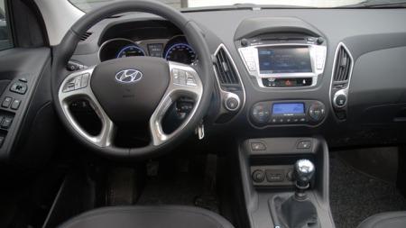 Enkelt og greit dashbord i Hyundai ix35 (Foto: Benny Christensen)