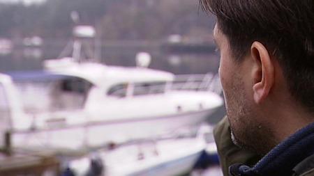 Rik fisker vil ikke la seg intervjue om hvor mye han bruker båten sin til fiske. (Foto: Robert Reinlund/TV 2)