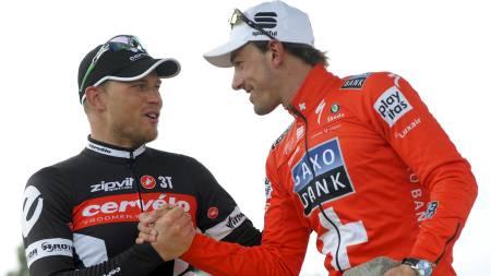 Thor Hushovd og Fabian Cancellara på podiet etter Paris-Roubaix. (Foto: FRANCOIS LO PRESTI/AFP)