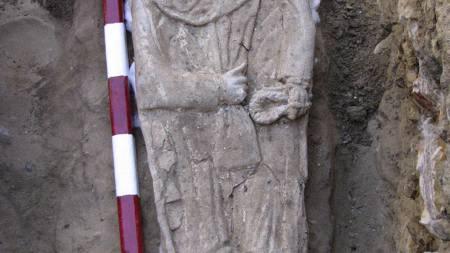 Egyptiske arkeologer har funnet 14 gamle graver fra den gresk-romerske perioden. I en av gravene ble det funnet en 2300 år gammel mumie. (Foto: HO/AP)
