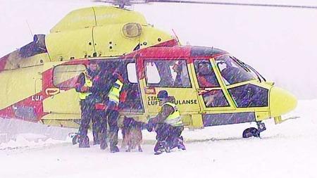 Lange avstander mellom sykehusene øker presset på luftambulansetjenesten i Nord-Norge. (Foto: TV 2)