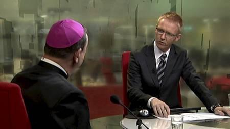 Biskop Bernt Eidsvig i Tabloid-studio med programleder Rune Kjos. (Foto: TV 2/)