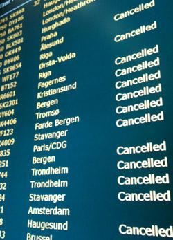 CANCELLED: Klar beskjed til de reisende på Gardermoen torsdag morgen. (Foto: Gorm Røseth)