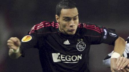 AKTUELL FOR ARSENAL: Gregory van der Wiel kan havne i Arsenal i sommer. (Foto: GIUSEPPE CACACE/AFP)