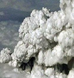Utbruddet på Island fotografert fra luften. (Foto: APTN)