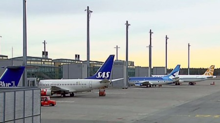 KANSELLERT: SAS har hatt opptil 350 kansellerte flygninger torsdag. Rundt 30.000 passasjerer er rammet. (Foto: Gorm Røseth/TV 2)