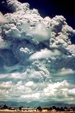 Utbruddet på Pinatubo fotografert 12. juni 1991. (Foto: K. Jackson, U.S. Air Force)