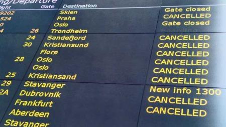 STENGT IGJEN: Flesland flyplass kunne holde åpent i underkant av tre timer før den ble stengt igjen. (Foto: Geir Johnny Huneide/ TV 2 )