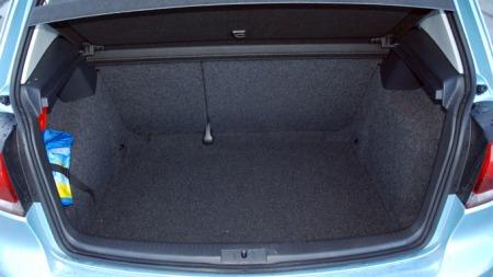 VW Golf byr på helt grei bagasjeplass (Foto: Benny Christensen)