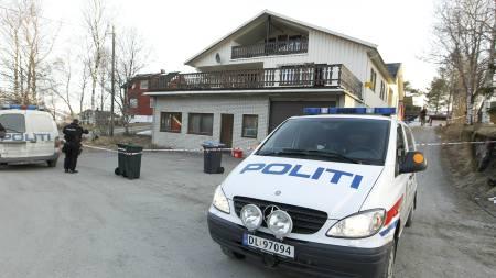 NEKTET Å KOMME FRIVILLIG: En mann forskanset seg i et hus i Mo i Rana etter at han stakk ned og drepte en politimann onsdag. (Foto: Larsen, Håkon Mosvold/Scanpix)