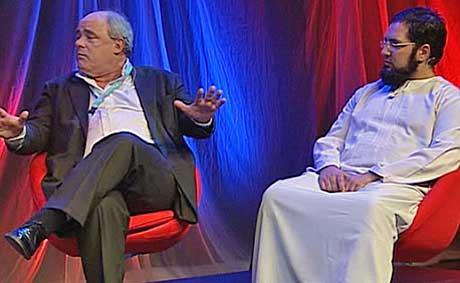 DEBATTERTE: Dagbladets John Olav Egeland og Qamar Ali fra al-Hidayah.   (Foto: Skjermdump med tillatelse fra www.journalisten.no)