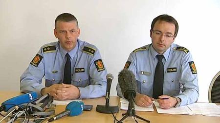 STARTET ETTERFORSKNING: Krimsjef i Salten politidistrikt, Arne Hammer, og påtaleansvarlig Øyvind Rengård opplyste om etterforskningen under en pressekonferanse torsdag ettermiddag.  (Foto: TV 2)