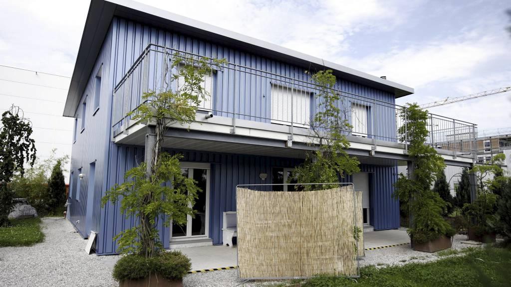 DØDSHJELP: Dignitas er en aktiv dødshjelpklinikk som ligger i Pfäffikon i Sveits og ble stiftet i 1998. (Foto: SEBASTIAN DERUNGS/AFP)
