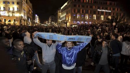 FOLKELIV: Det var fest i Marseilles gater etter at gullet var sikret. (Foto: VINCENT BEAUME/Afp)