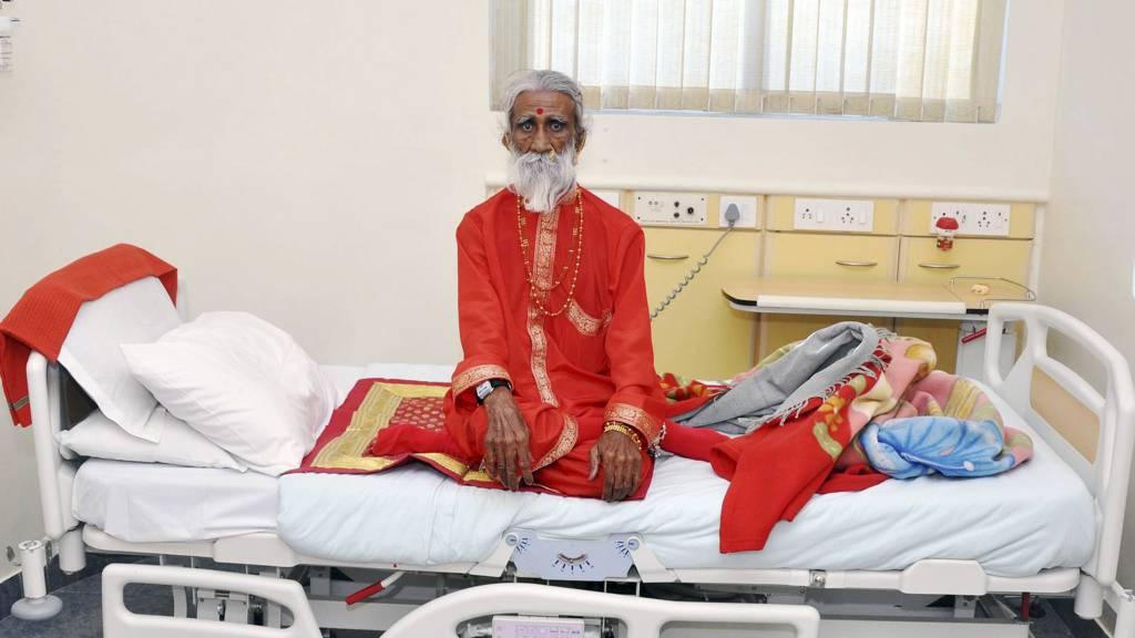 Prahlad Jani forbløffer legene. Han skal etter sigende ha overlevd i 70 år uten mat og vann. (Foto: HO/Afp)