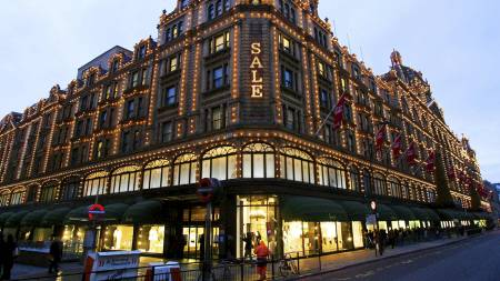Varemagasinet Harrods i London. (Foto: CARL DE SOUZA/Afp)